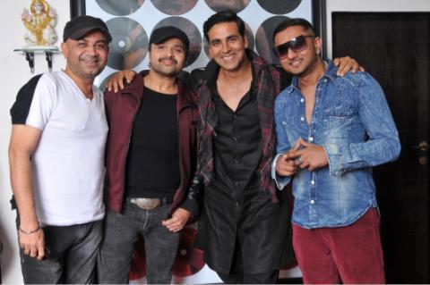 Akshay Kumar With Rakesh,Himesh And Yo Yo Honey Posed At Lonely Remix Video Shooting