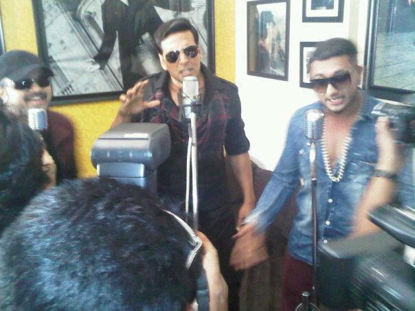 Akshay,Himesh And Yo Yo Honey At Lonely Remix Video Shooting