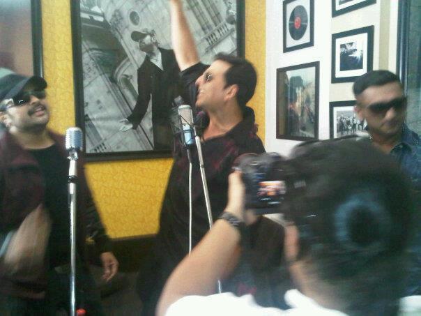 Akshay,Himesh And Yo Yo Honey Photo Clicked During Lonely Remix Video Shooting