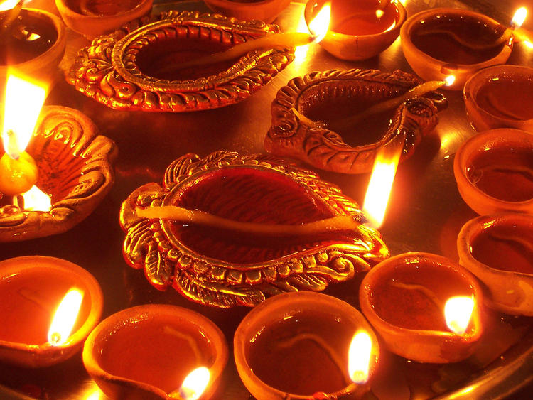 Beautiful Diyas Diwali Greetings Card Wallpaper