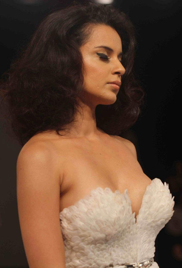 Kangana Ranaut Sexy Still At Blenders Pride Fashion Tour 2012