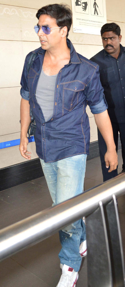 Akshay Spotted At The Airport Leaving For Dubai To Promote Khiladi 420