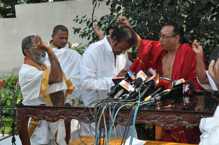 Tirupati Brahmins Blessing For Mohan Babu At Tirupati Brahmins Press Meet