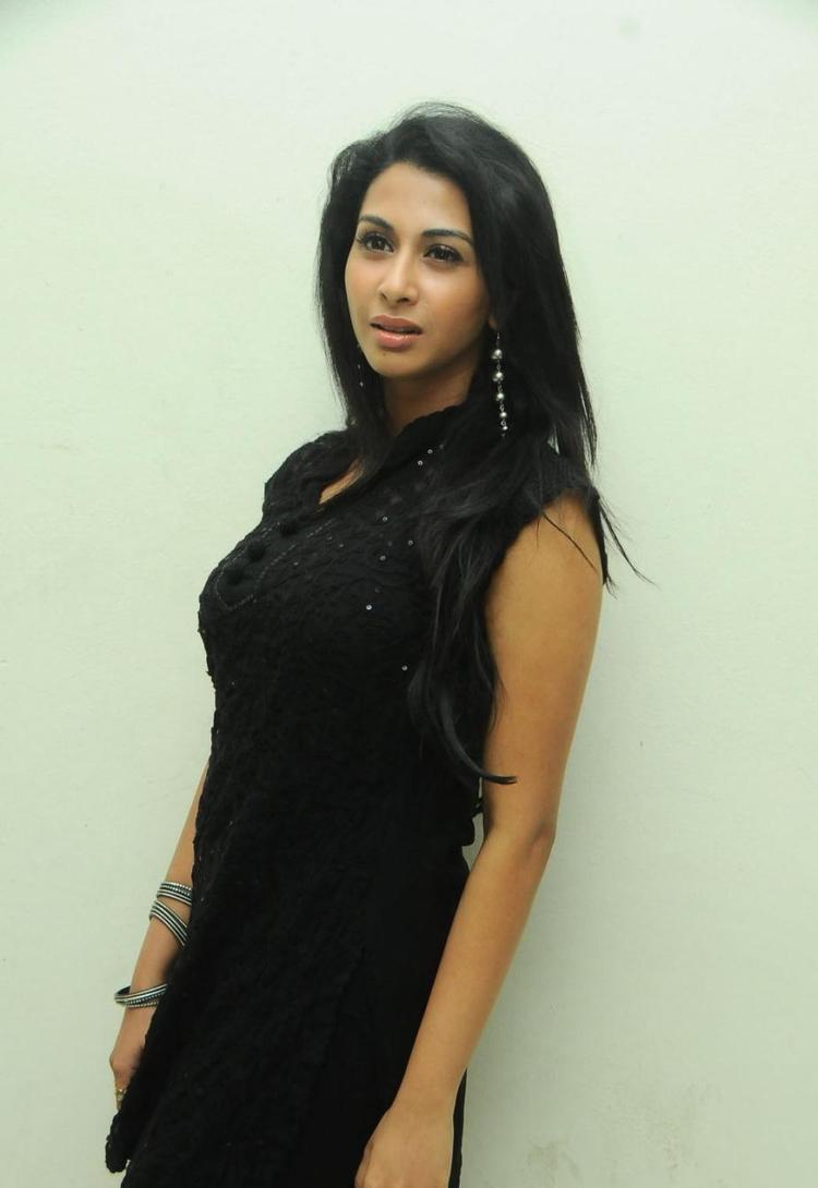 Gayathri Trendy Looking Photo Still At Gola Gola Platinum