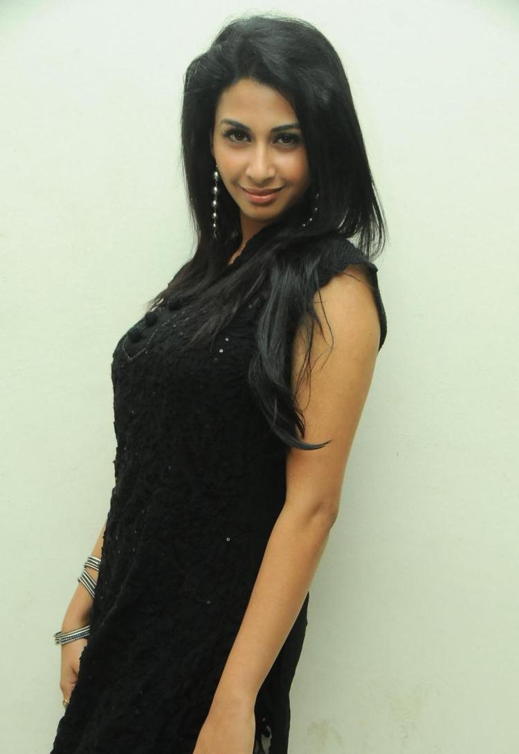 Gayatri Iyer Latest Photos At Gola Gola Platinum Disc