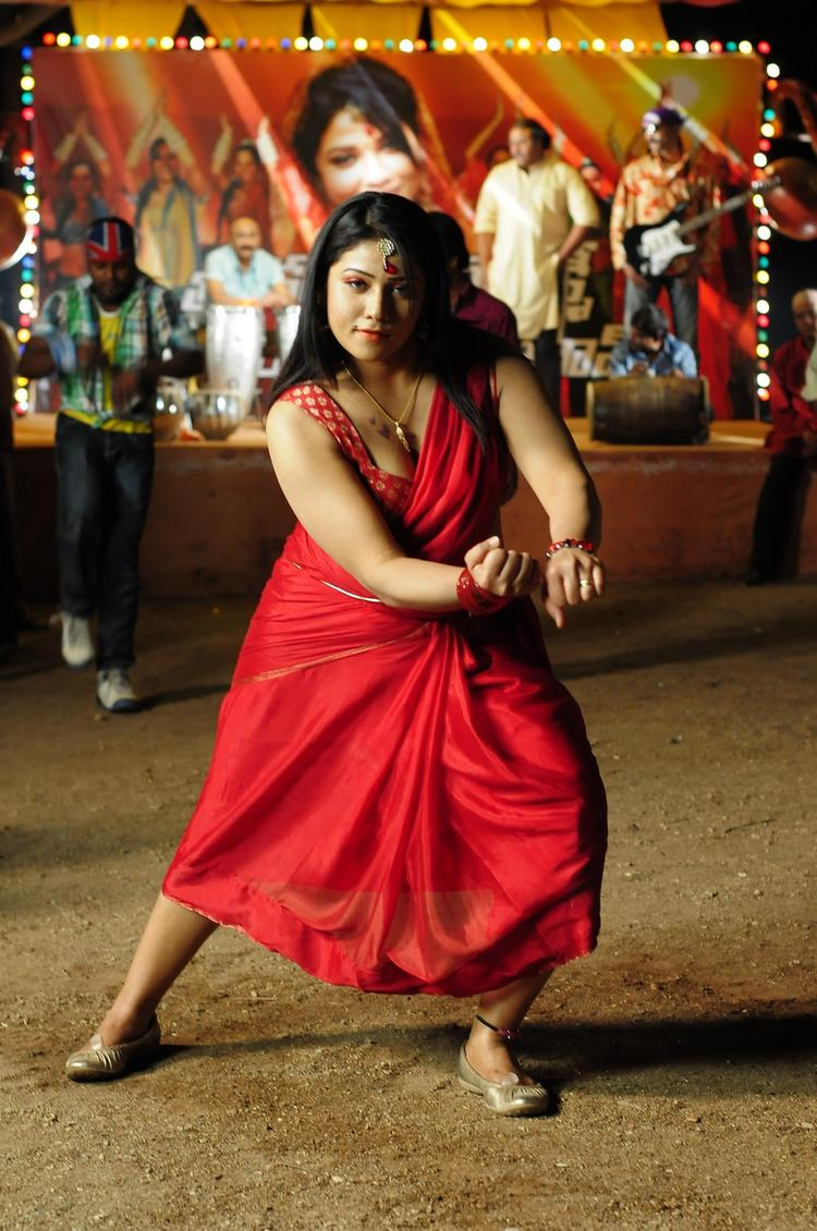 Jyothi Hot And Sexy Pose Photo From Gola Gola Movie Item Song