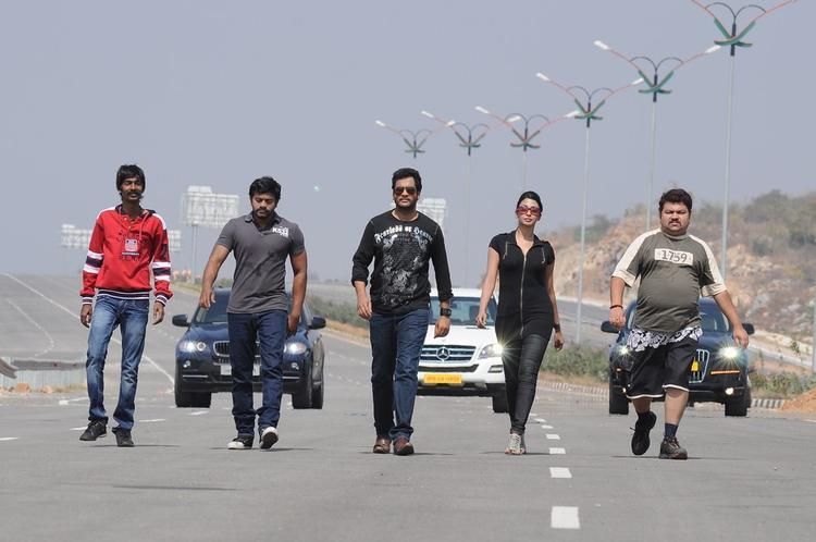 Sreenu,Dhanraj,Sivaji,Gayathri And Ramesh Photo From Gola Gola Movie