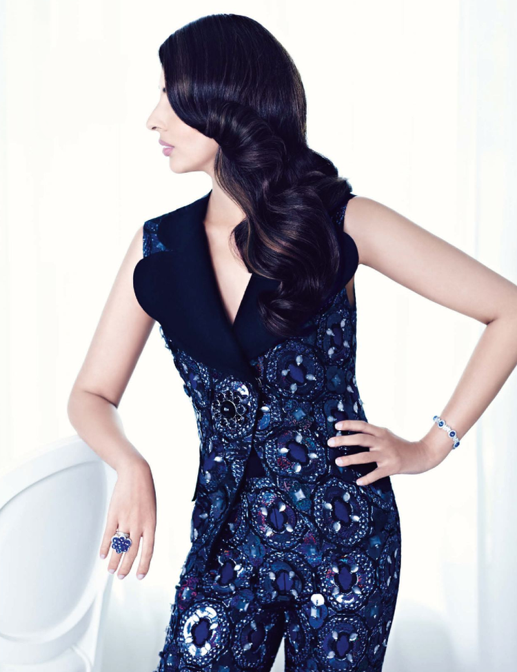 Shweta Nanda Side Face Look Photo Shoot For Vogue Nov 2012