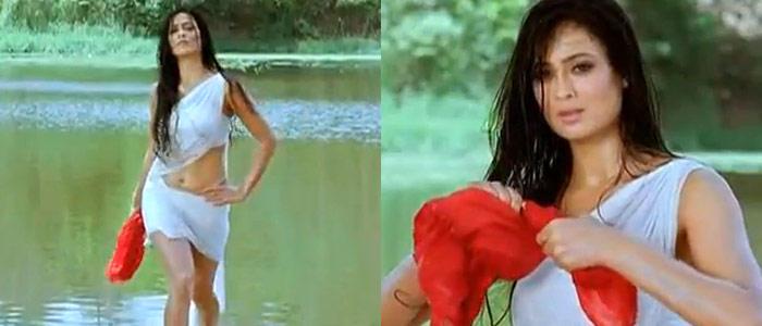 Shweta Tiwari Hot Look In White Saree In Bin Bulaye Baraati