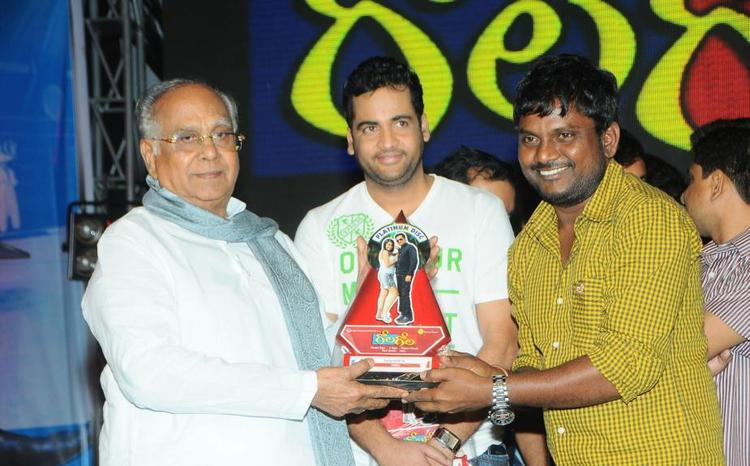 Akkineni And Sivaji Award Giving Photo At Gola Gola Platinum Disk Event