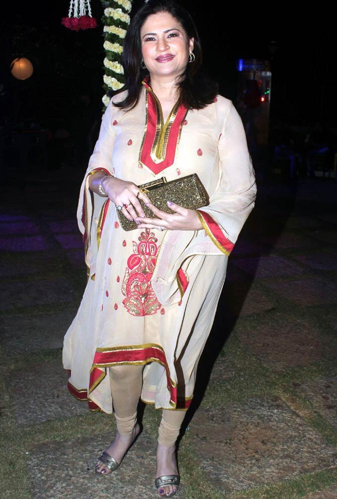 Kunika Lall Posed During The Birthday Bash Of Ashutosh Rana