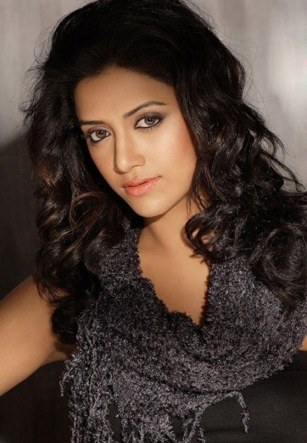 Beautiful Mamta Mohandas Dazzling Face Look Still