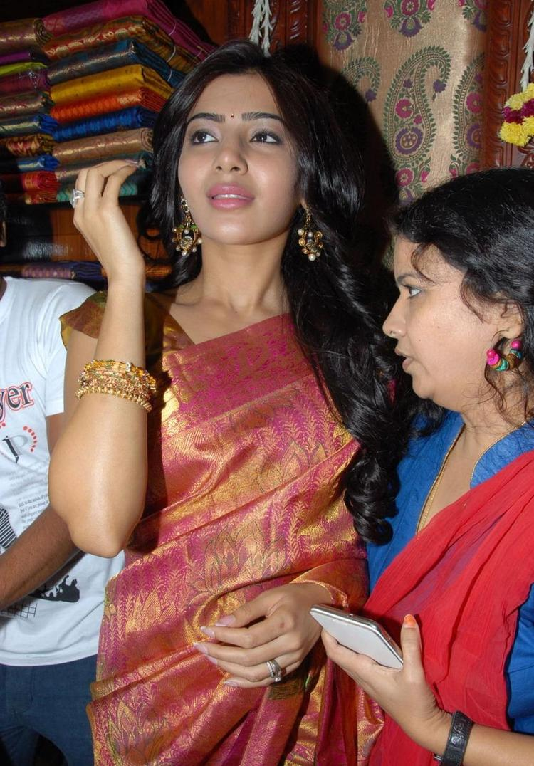 Samantha Completed Her Look With Flowing Hair Still At Chettinads Showroom Launch