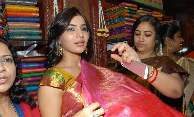 Samantha Cute Look Still In Saree At The Launch Chettinads A House Of Handlooms