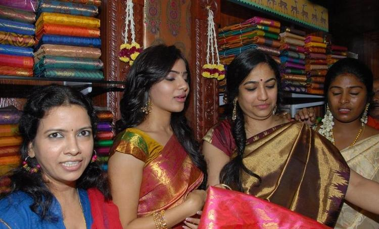 Samantha Elegant Look Still At The Launch Chettinads A House Of Handlooms