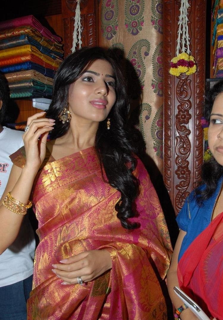 Samantha Sizzling And Attractive In Saree At Chettinads Shop Opening Photo