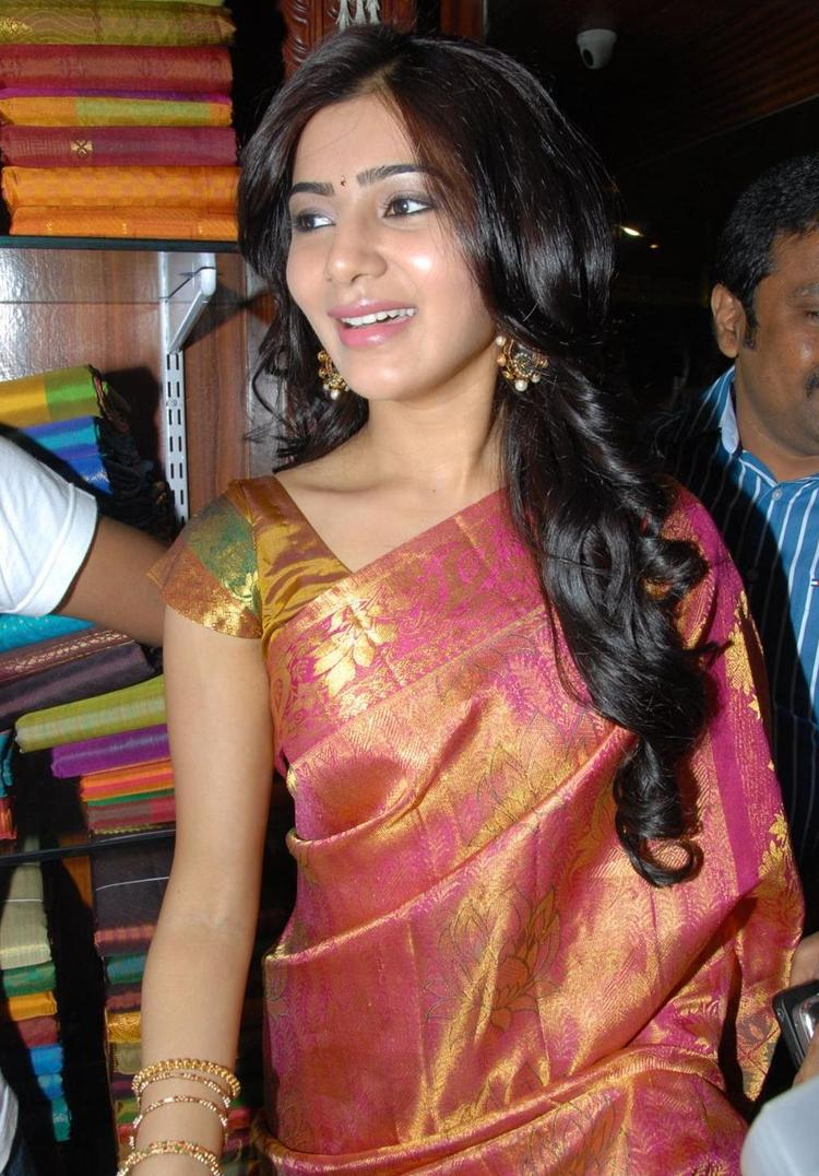 Samantha Smiling Still At The Launch Chettinads A House Of Handlooms