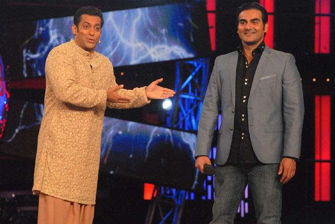 Salman And Arbaaz Promoting Their Upcoming Movie Dabangg 2 On Bigg Boss 6