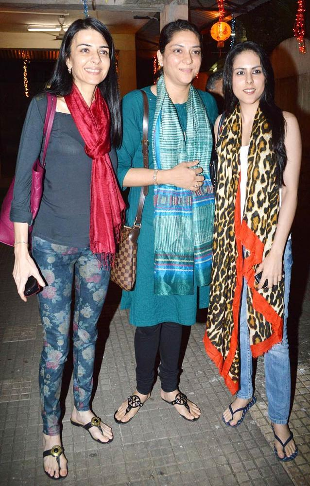 Namrata,Priya And Saachi Snapped At Son Of Sardaar Screening