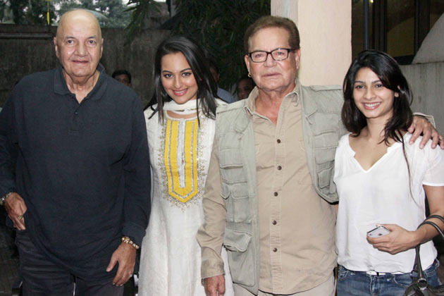 Salim,Sonakhsi,Prem And Tanisha Posed For Camera At Son Of Sardaar Screening