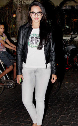 Sonakshi Dazzling Look Still At The Special Screening Son Of Sardar