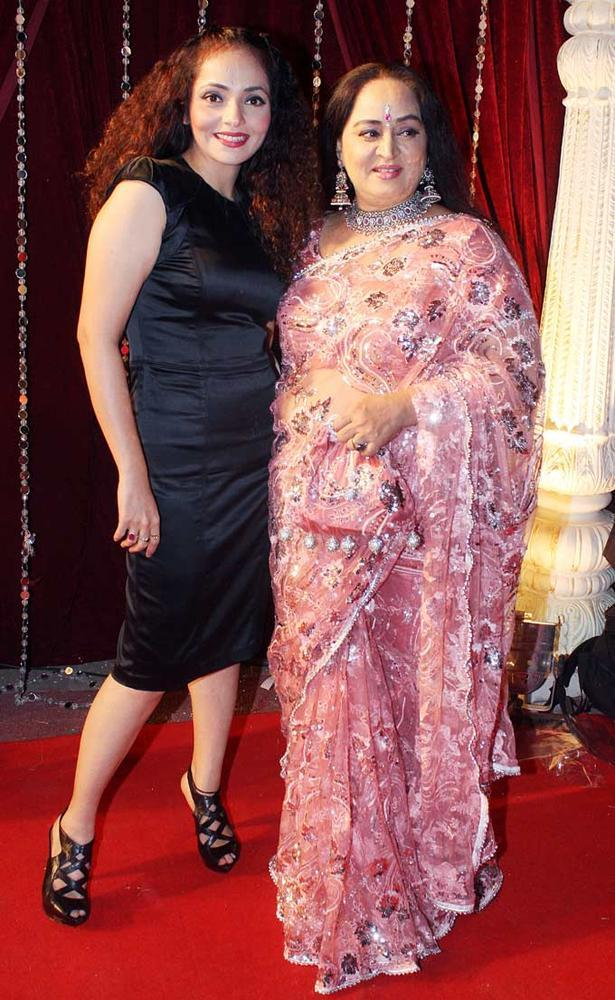 Rakhi With Shoma Glamour Look Photo Still At The Zee Risthey Awards