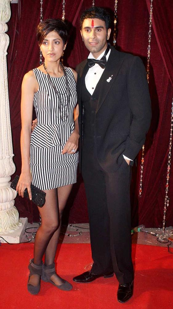 Sandip And Jesse Stylish Look Still At The Zee Risthey Awards