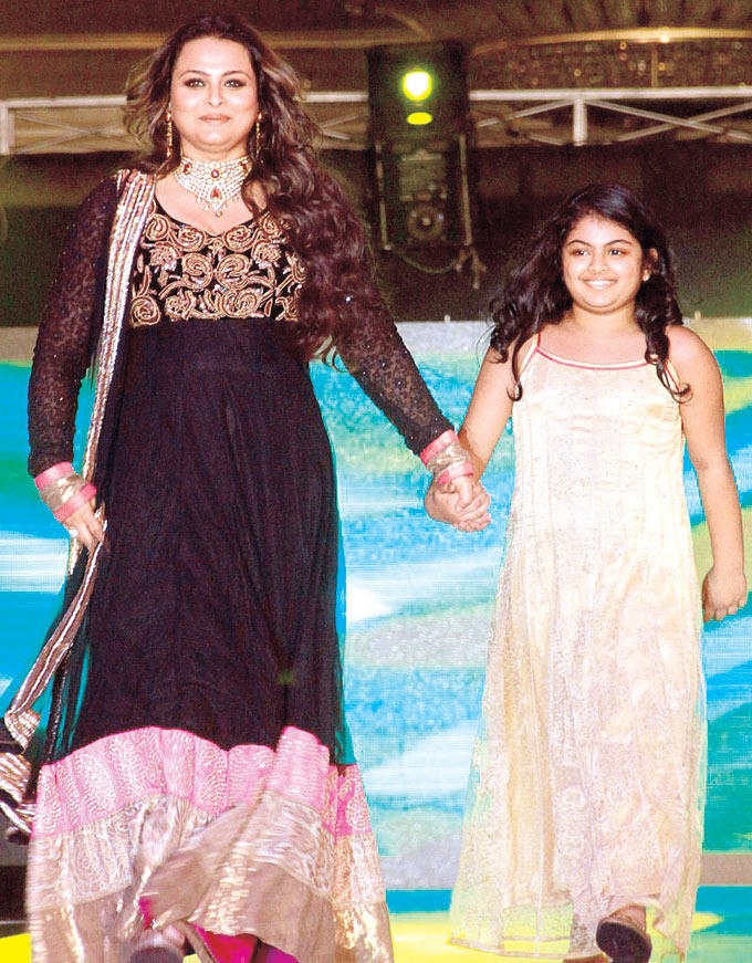 Shilpa Shirodkar Walks The Ramp With Her Daughter Anoushka At Suburban Hotel