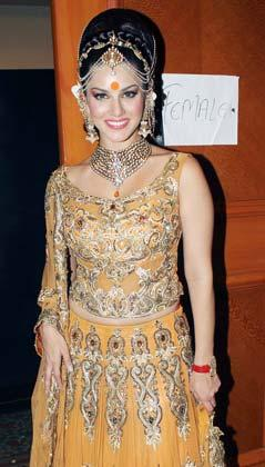 Sunny In Indian Bride Look At Rohit Verma And Shilpa Marigold Fashion Show IGNITE