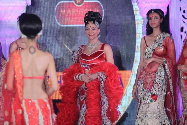 Sushmita Looked Gergeous In Red Walked On Ramp For Rohit Verma And Shilpa Marigold Fashion Show IGNITE