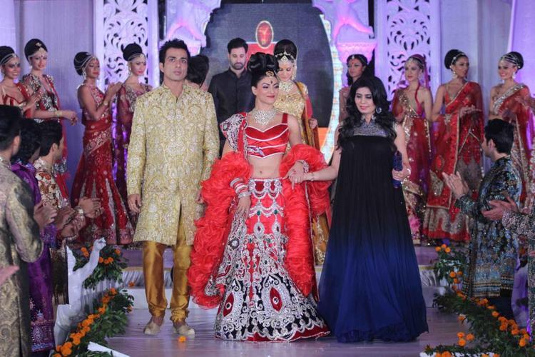 Sushmita,Sonu And Shilpa Walked On The Ramp At Fashion Show IGNITE