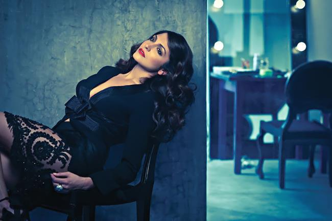 Anushka Cute Sexy Pose Photo For Harper's Bazaar Mgazine