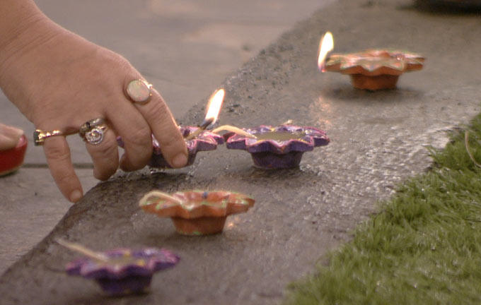A Contestant Light Up The Diyas On Bigg Boss 6