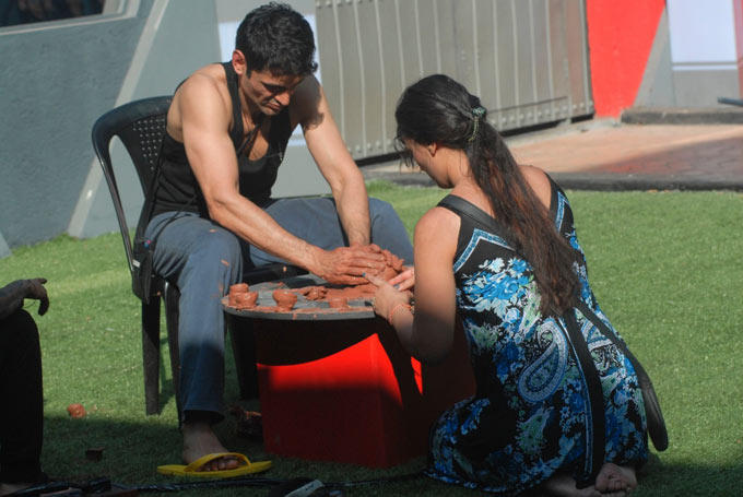 Niketan Makes Diyas On Bigg Boss 6