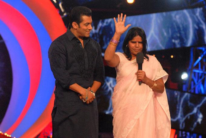 Sampat Pal And Salman Khan On The Stage Of Bigg Boss