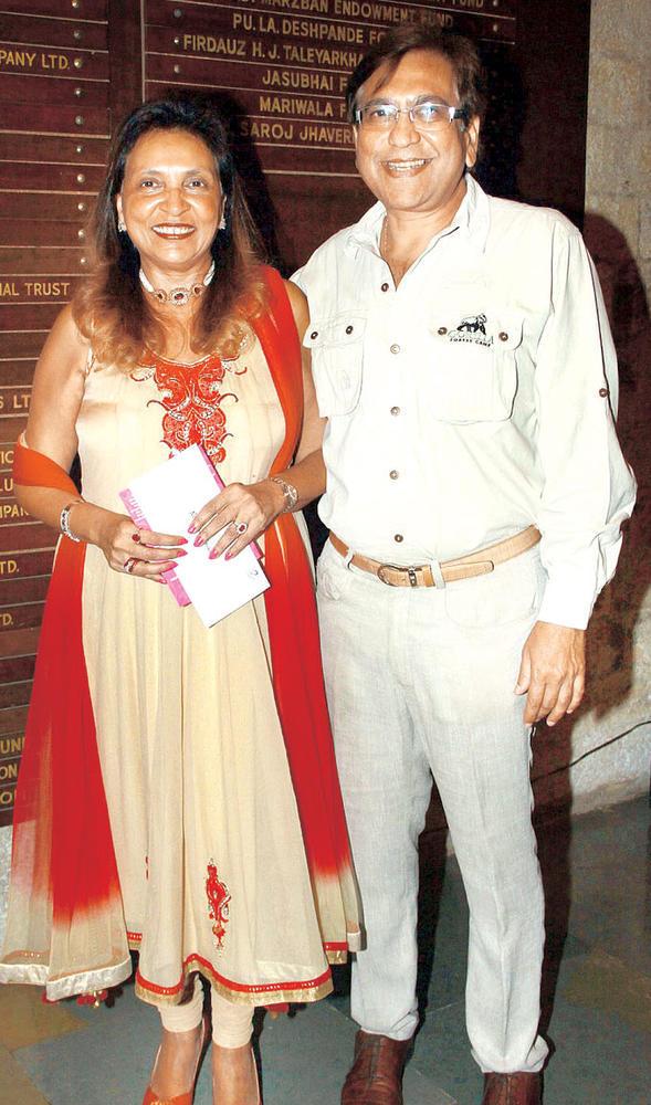 Remu and Naaz Smile For The Camera At Raell Padamsee's Play In Mumbai