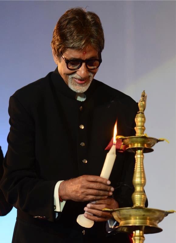 Amitabh Photo Clicked While Lightening The Lamp At The Kolkata Film Festival