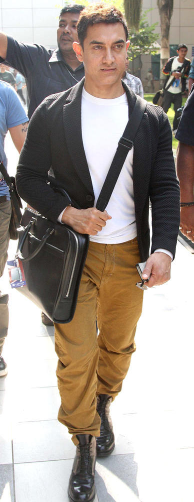 Aamir Khan Spotted At The Mumbai Airport