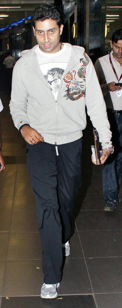 Abhishek Bachchan Snapped At The Airport In Mumbai