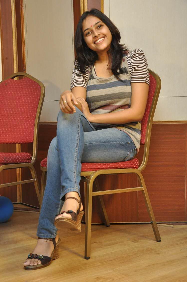 Sri Divya Dazzling Face Look Still