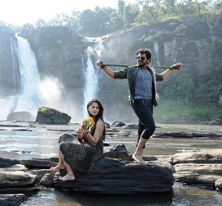 Karthi  And Anuska Sizzling And Dashing Still From Telugu Movie Bad Boys