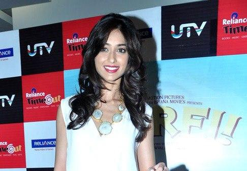Ileana Completed Her Look With Flowing Hair At Barfi DVD Launch