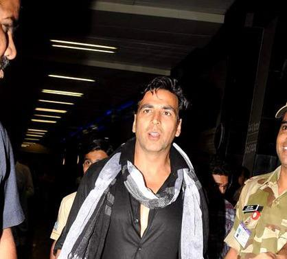Akshay Dashing Photo Clicked At The Mumbai International Airport