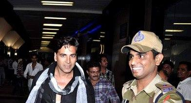 Akshay With A Soldier Snapped At The Mumbai International Airport