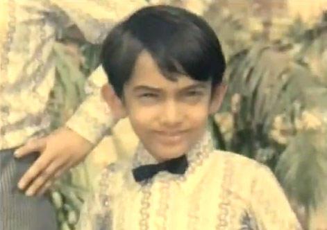 Aamir Khan Cute Still From Yaadon Ki Baaraat Movie