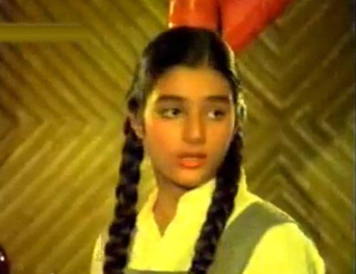 Tabu Nice Still From Hum Naujawan Movie