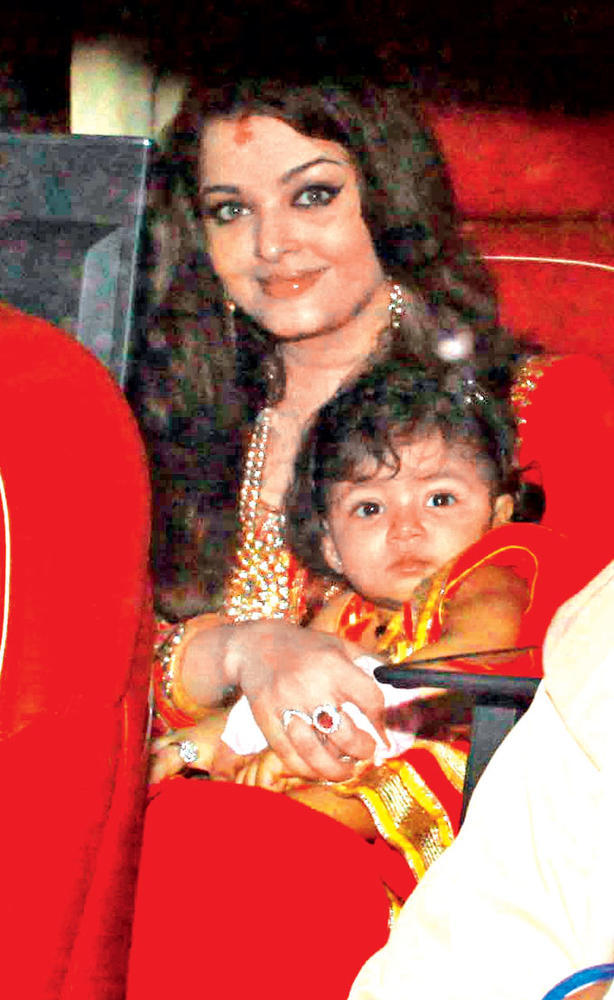 Aishwarya With Baby Aaradhya At Big B's Diwali Party