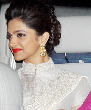 Deepika Padukone Gorgeous Look At Big B's Diwali Bash