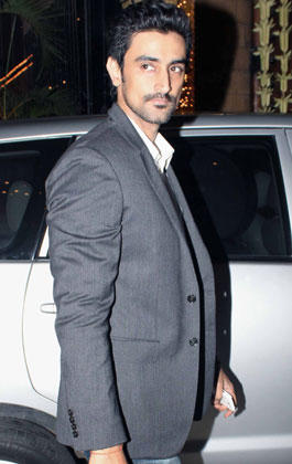 Kunal Kapoor Clicked At Big B's Diwali Bash