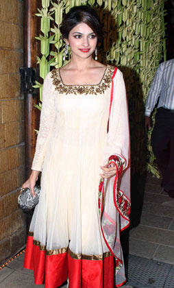 Prachi Desai Pose For Camera At Big B's Diwali Bash